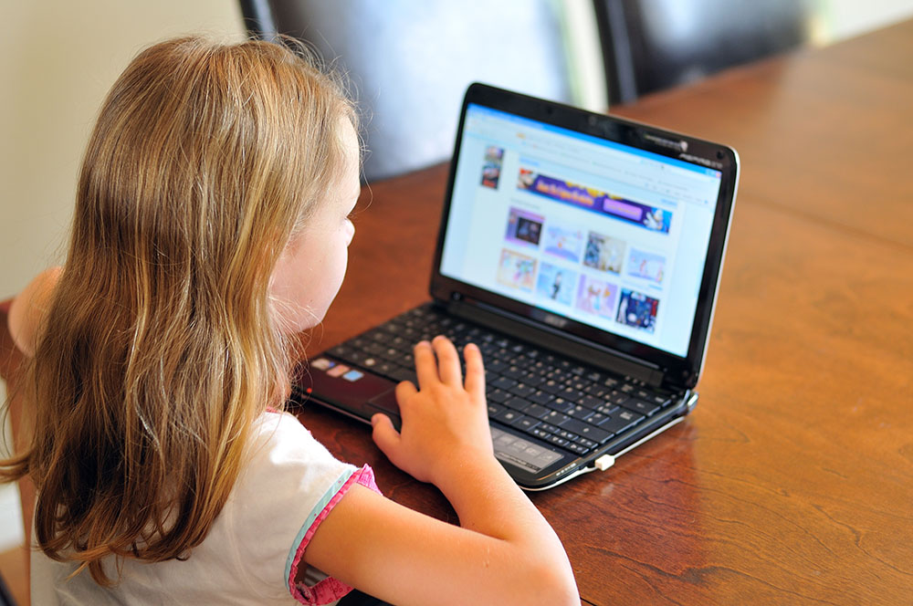 Génération internet for preschoolers , e-learning activity, learning online thru technology at a Preschool & Daycare/Childcare Center serving Apex & Fuquay-Varina, NC
